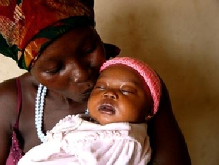 Mother Kadiatu with her baby Kadija in Sierra Leone