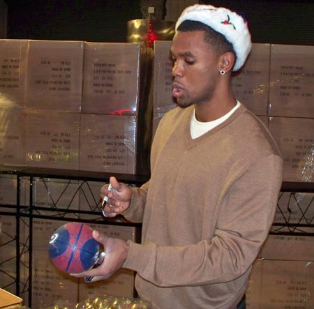 Cleveland Cavs Daniel Boobie Gibson signing autographs
