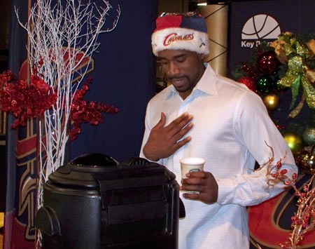 Cleveland Cavalier Leon Powe makes hot chocolate