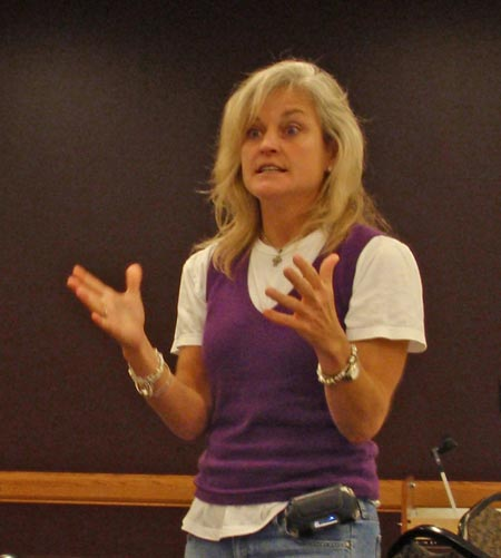 Cathy Horton speaking to high school girls at ClevelandWomen.com Future Leaders Class of 2008