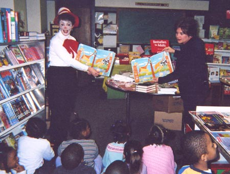 Andrea Egan and Mayor Georgine Welo read Wild About Books to kindergarteners at St John Lutheran School in 2004