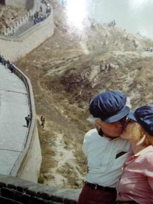 Helga Sandburg and Barney Crile on the Great Wall of China