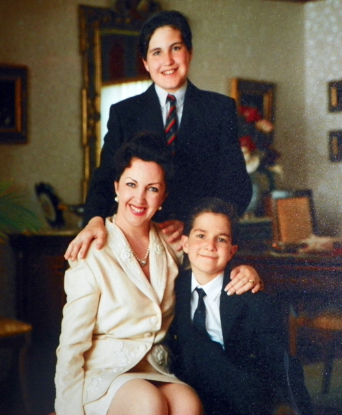 Maria Pujana with sons Miro and Marco